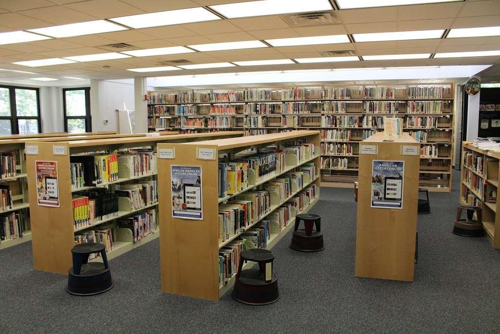 Edison Public Library: Clara Barton Branch - library  | Photo 1 of 10 | Address: 2600, 141, Hoover Ave, Edison, NJ 08837, USA | Phone: (732) 738-0096
