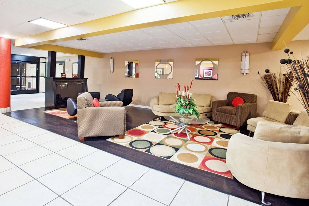 La Quinta Inn & Suites by Wyndham Memphis Airport Graceland - lodging  | Photo 7 of 10 | Address: 2979 Millbranch Rd, Memphis, TN 38116, USA | Phone: (901) 791-9200