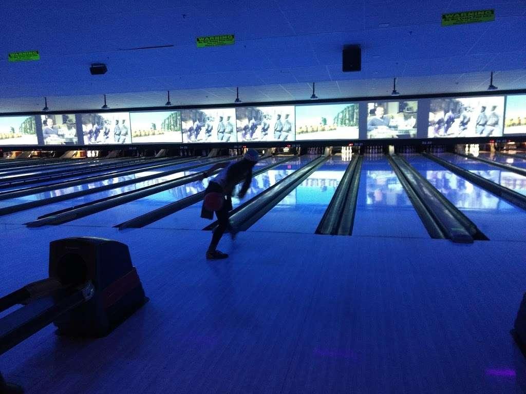 Brunswick Zone River Grove Lanes - bowling alley  | Photo 8 of 10 | Address: 3111 River Rd, River Grove, IL 60171, USA | Phone: (708) 456-4100
