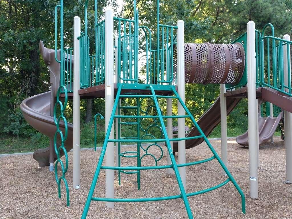 Levelle W. Dupell Park - park  | Photo 3 of 10 | Address: 6812 Newington Rd, Lorton, VA 22079, USA | Phone: (703) 324-8732
