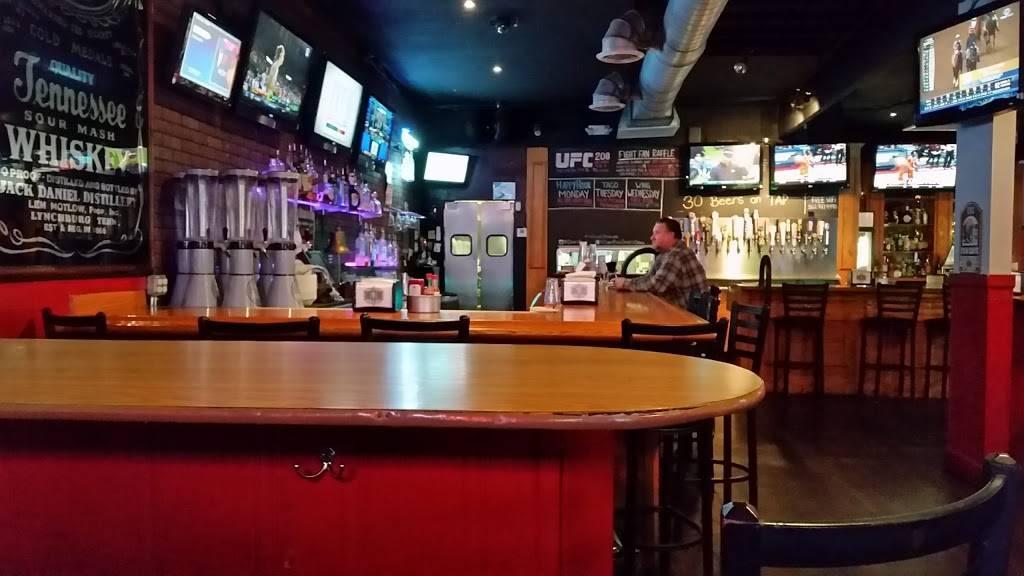 Draft Picks Sports Grill - night club  | Photo 4 of 10 | Address: 15856 Imperial Hwy, La Mirada, CA 90638, USA | Phone: (562) 947-9990
