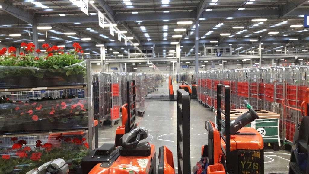 Tesco Dagenham Depot - storage  | Photo 3 of 10 | Address: Consul Ave, Rainham, Dagenham RM9 6DE, UK | Phone: 0800 323 4040