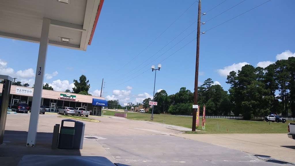 Exxon - gas station  | Photo 1 of 6 | Address: 16275 TX-105, Montgomery, TX 77356, USA | Phone: (936) 588-3300