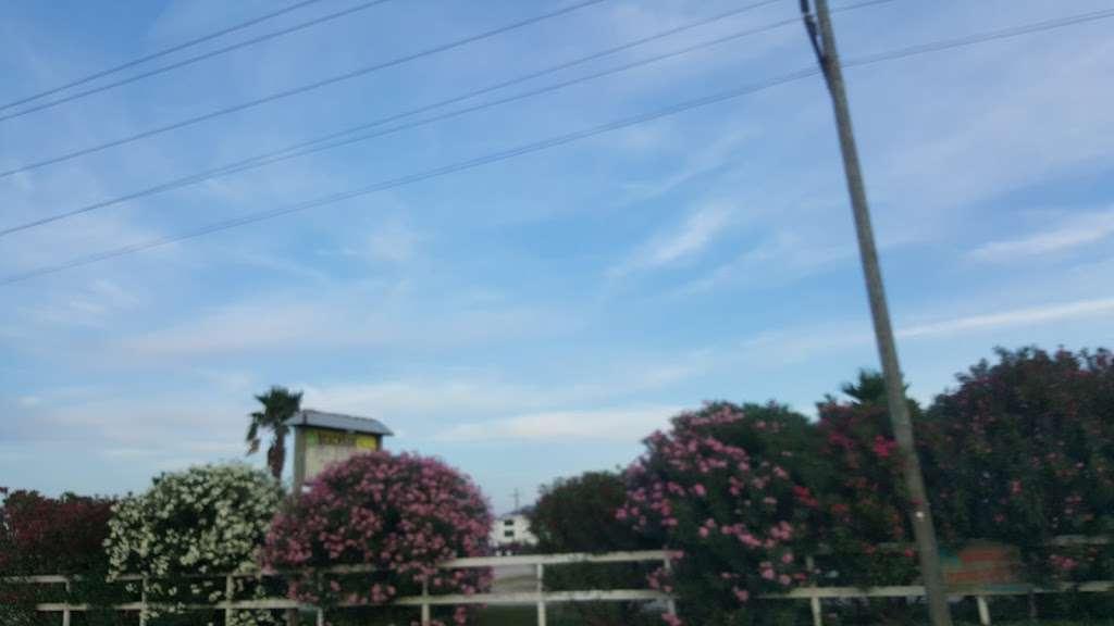 Beach Side RV Park - rv park  | Photo 7 of 10 | Address: 1280 State Hwy 87, Crystal Beach, TX 77650, USA | Phone: (409) 996-3288