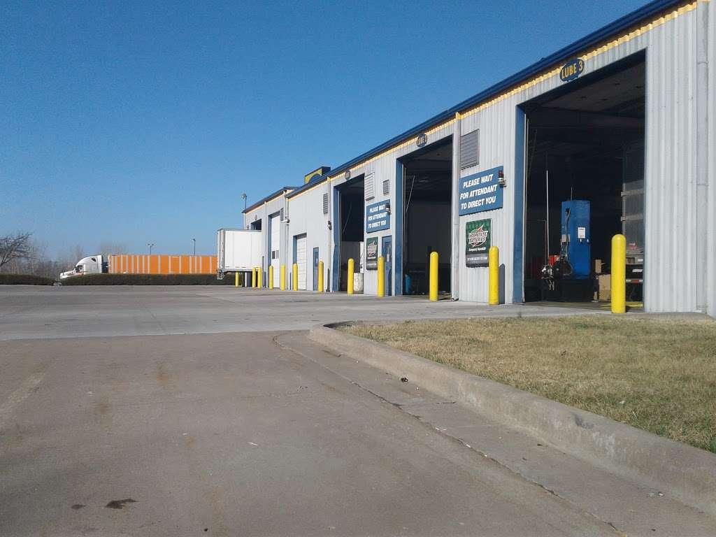 Speedco Truck Lube and Tires - car repair  | Photo 9 of 10 | Address: 301 SE 4th St, Oak Grove, MO 64075, USA | Phone: (816) 690-8717
