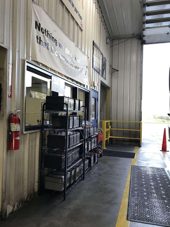 Speedco Truck Lube and Tires - car repair  | Photo 5 of 10 | Address: 301 SE 4th St, Oak Grove, MO 64075, USA | Phone: (816) 690-8717