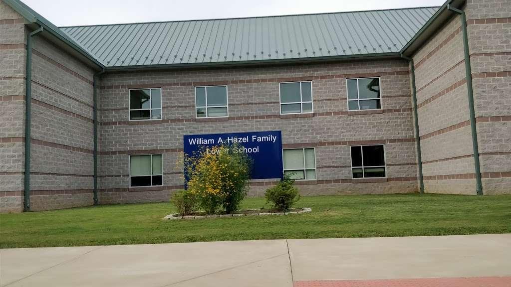 Highland School - school  | Photo 8 of 10 | Address: 597 Broadview Ave, Warrenton, VA 20186, USA | Phone: (540) 878-2700