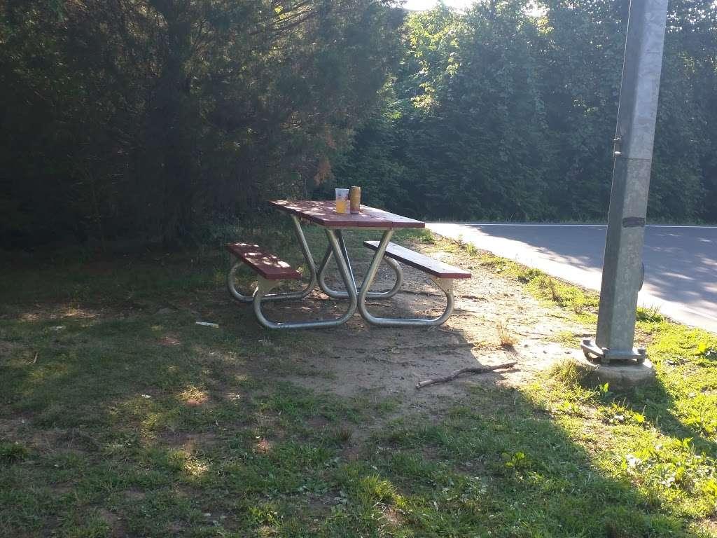 Levelle W. Dupell Park - park  | Photo 8 of 10 | Address: 6812 Newington Rd, Lorton, VA 22079, USA | Phone: (703) 324-8732
