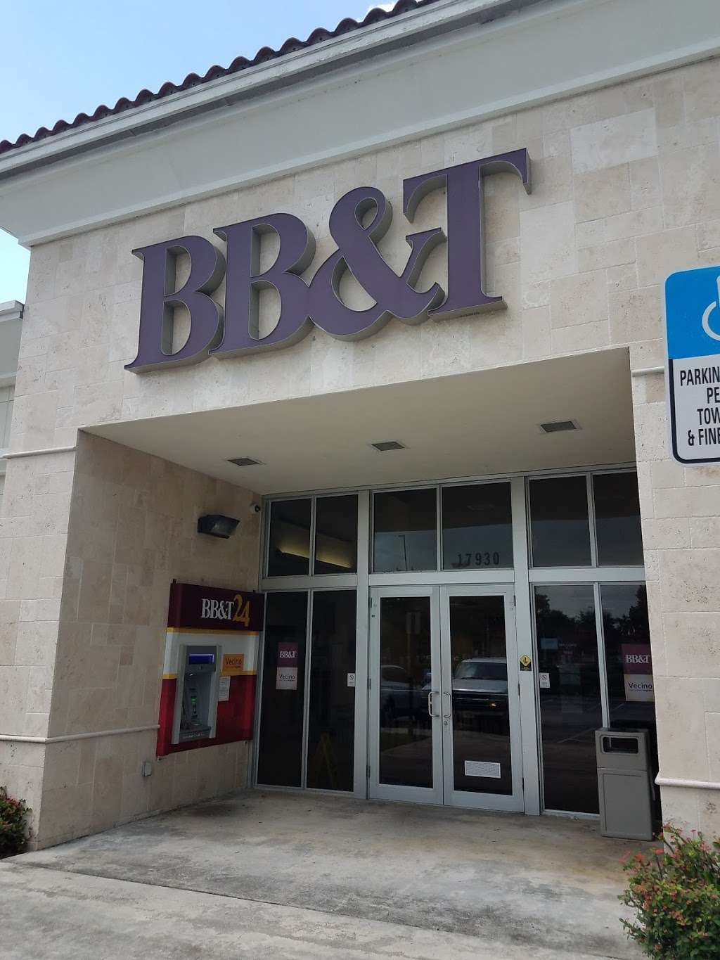 BB&T - bank  | Photo 2 of 8 | Address: 17930 NW 57th Ave, Hialeah, FL 33015, USA | Phone: (305) 820-3290