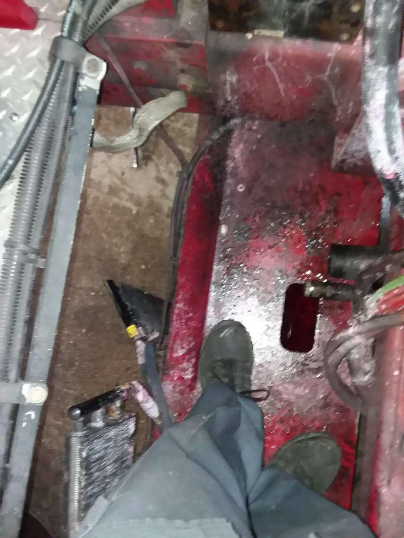 fdny fleet maintenance - car repair  | Photo 4 of 5 | Address: 33-20 Hunters Point Ave, Long Island City, NY 11101, USA