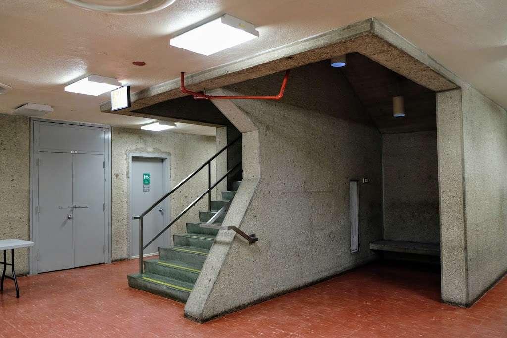 Meister Hall - school  | Photo 2 of 10 | Address: 161 W 180th St, Bronx, NY 10453, USA