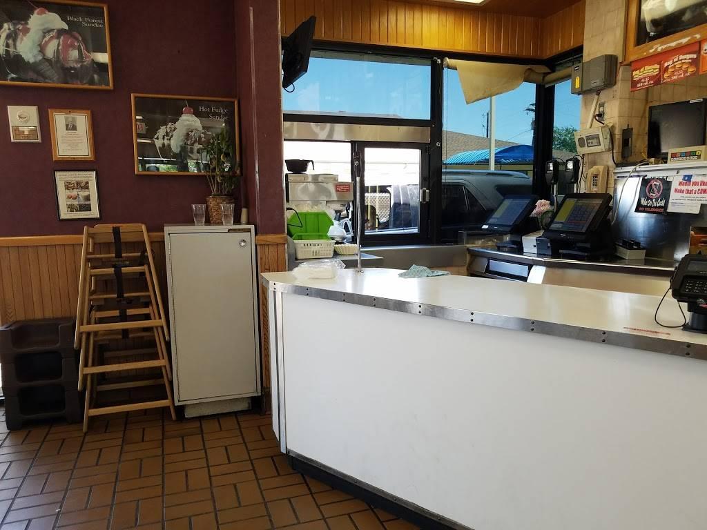 Braums Ice Cream & Burger Restaurant - restaurant  | Photo 10 of 10 | Address: 2802 Lavon Dr, Garland, TX 75040, USA | Phone: (972) 495-2221