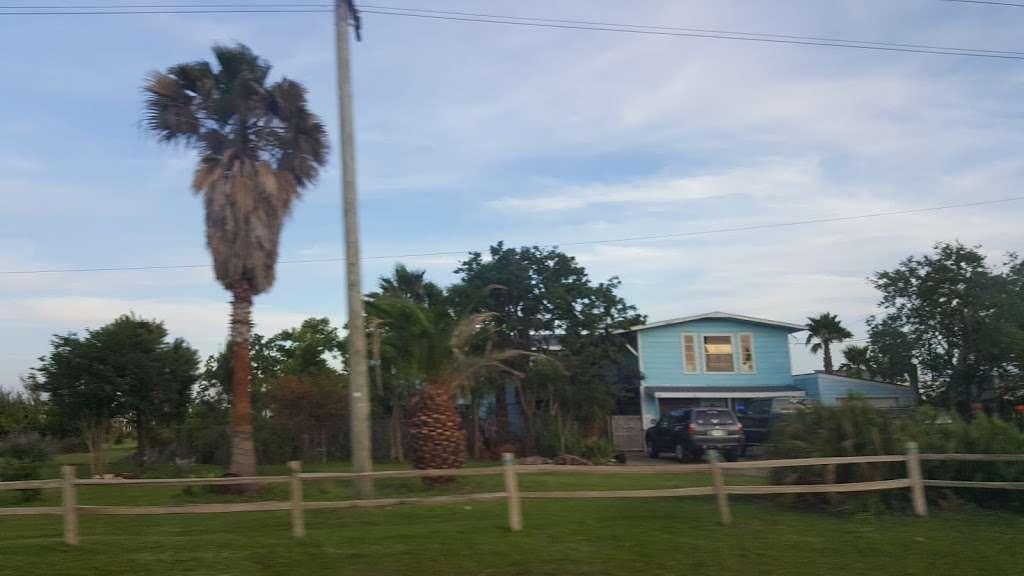Beach Side RV Park - rv park  | Photo 9 of 10 | Address: 1280 State Hwy 87, Crystal Beach, TX 77650, USA | Phone: (409) 996-3288