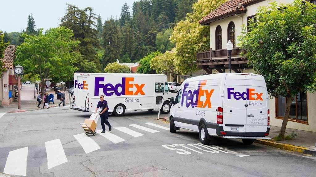 FedEx Ground - moving company  | Photo 1 of 9 | Address: 1101 E Cleveland St, Hutchins, TX 75141, USA | Phone: (800) 463-3339