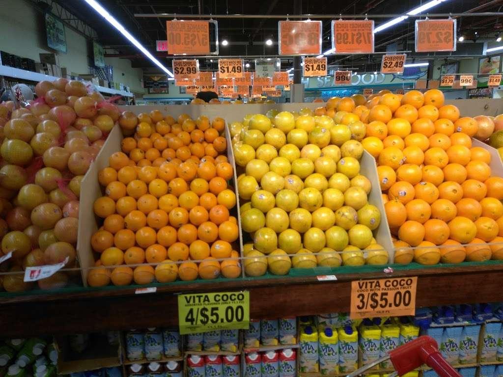 Family Dollar - supermarket  | Photo 5 of 10 | Address: 375 Tompkins Ave, Staten Island, NY 10305, USA | Phone: (718) 442-1030