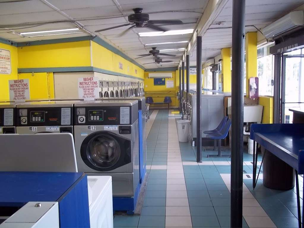 Lake Eustis Laundry Veteran Owned - laundry  | Photo 1 of 10 | Address: 2 East Hazzard Ave, Eustis, FL 32726, USA | Phone: (407) 212-7345