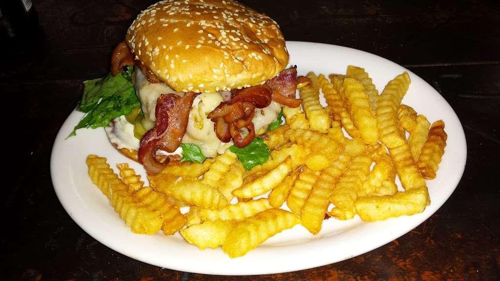 Reyes Creek Bar and Grill - restaurant  | Photo 2 of 10 | Address: 26905 Camp Scheideck Rd, Maricopa, CA 93252, USA | Phone: (805) 232-8007