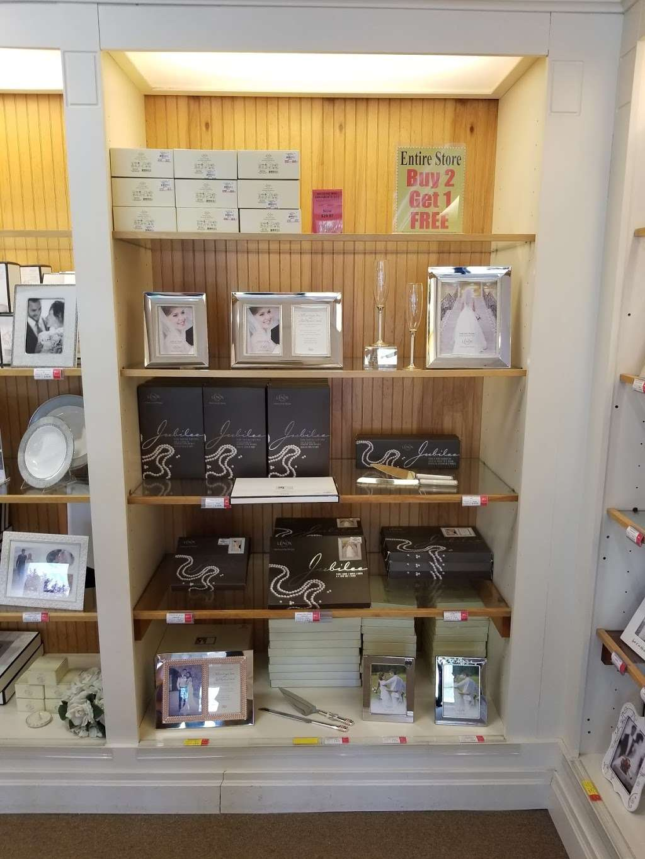 Lenox Outlet - store  | Photo 10 of 10 | Address: 51 Commerce Dr, Cranbury, NJ 08512, USA | Phone: (609) 395-8051