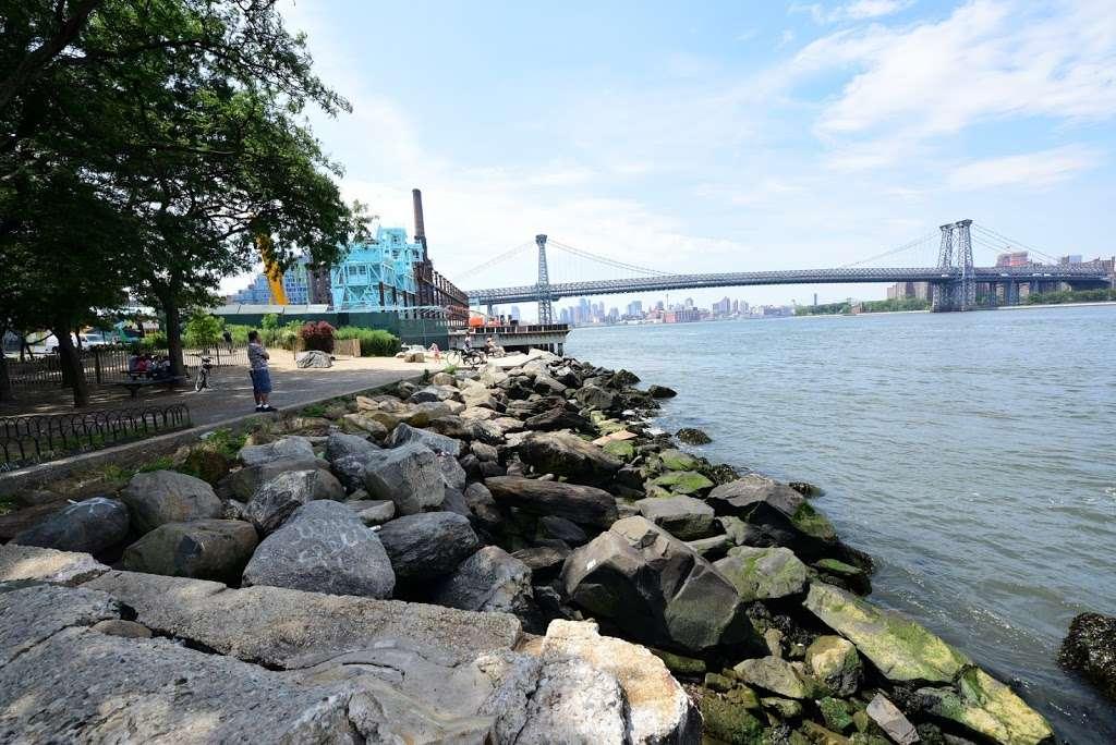 Grand Ferry Park - park  | Photo 8 of 10 | Address: Grand St &, River St, Brooklyn, NY 11211, USA | Phone: (212) 639-9675
