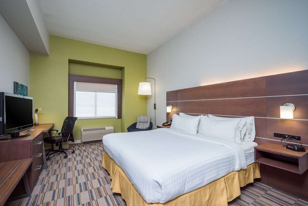 Holiday Inn Express & Suites Quakertown - lodging  | Photo 9 of 10 | Address: 1918 PA-663, Quakertown, PA 18951, USA | Phone: (215) 529-7979