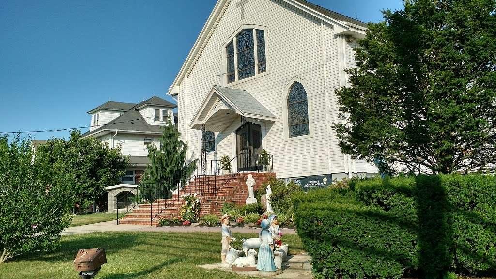 Holy Trinity Church - church  | Photo 4 of 6 | Address: 100 Main St, Helmetta, NJ 08828, USA | Phone: (732) 521-0172