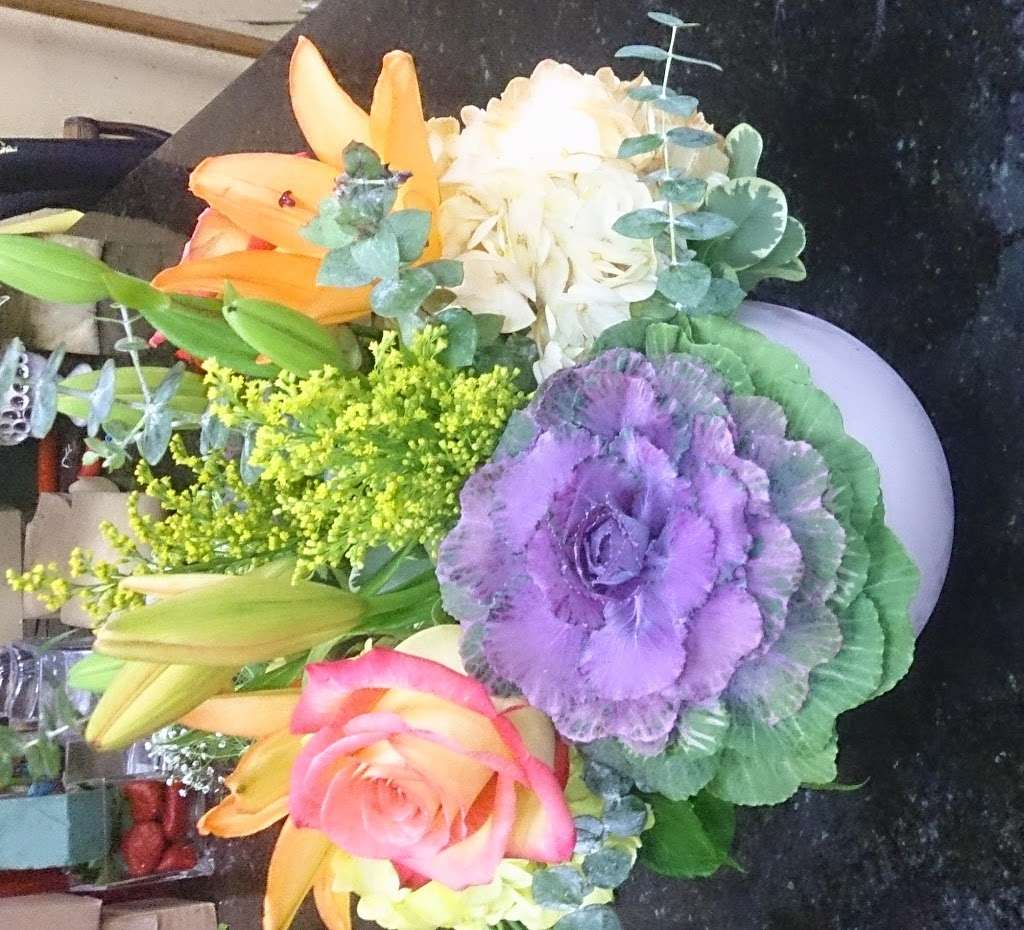 Ditmars Flower - florist  | Photo 10 of 10 | Address: 2911 Ditmars Blvd, Queens, NY 11105, USA | Phone: (718) 726-4453