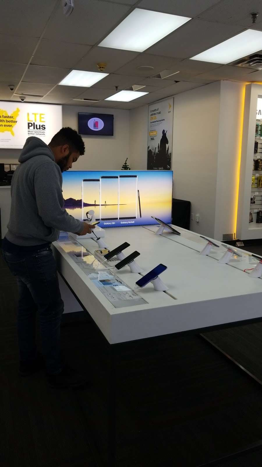 Sprint Store - electronics store  | Photo 7 of 8 | Address: 112A Wheeler Rd, Central Islip, NY 11722, USA | Phone: (631) 533-9999