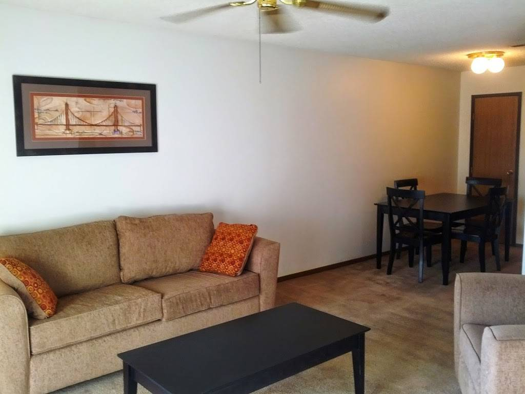 Moore Place Apartments - real estate agency  | Photo 4 of 6 | Address: 2920 N 54th St, Lincoln, NE 68504, USA | Phone: (402) 436-3461