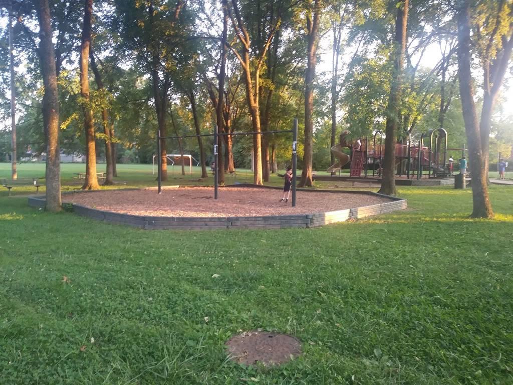 Farnsley Park - park  | Photo 3 of 9 | Address: 3100 Wedgewood Way, Louisville, KY 40220, USA | Phone: (502) 574-7275