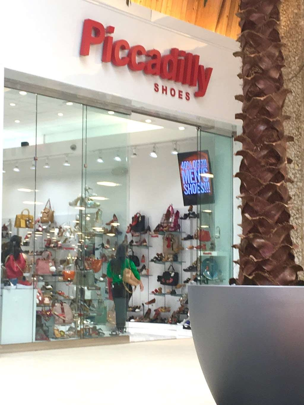 ISHOES STORE AT WESTLAND MALL, PICCADILLY AND BEIRA RIO SHOES - shoe store  | Photo 4 of 10 | Address: 1675 W 49th St, Hialeah, FL 33012, USA | Phone: (305) 819-2996