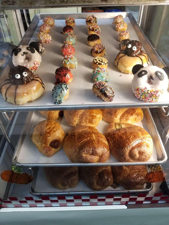 Masters Donuts - bakery  | Photo 5 of 10 | Address: 11637 Cherry Ave # 3, Fontana, CA 92337, USA | Phone: (909) 350-9544