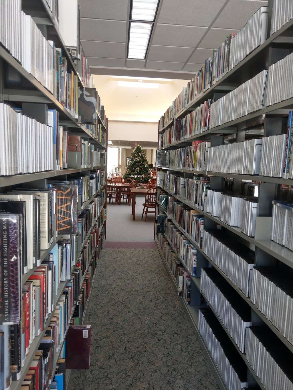 Leach Public Library - library  | Photo 1 of 10 | Address: 276 Mammoth Rd, Londonderry, NH 03053, USA | Phone: (603) 432-1132