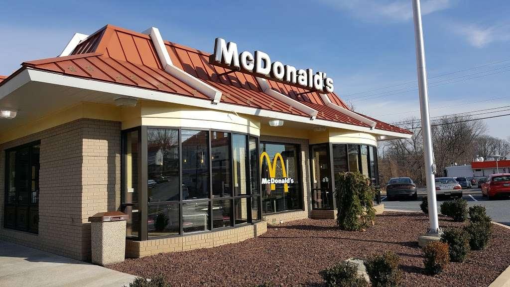 McDonalds - cafe  | Photo 3 of 9 | Address: 1755 Columbia Ave, Lancaster, PA 17603, USA | Phone: (717) 397-5112