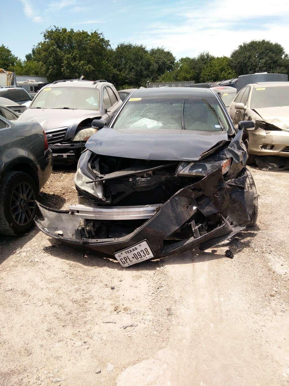 City of San Antonio Vehicle Impound Facility - storage  | Photo 4 of 10 | Address: 3625 Growdon Rd, San Antonio, TX 78227, USA | Phone: (210) 881-8440