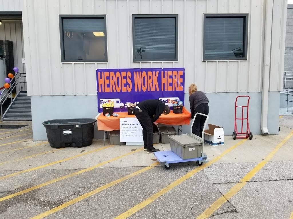 FedEx Ground - moving company    Photo 4 of 8   Address: 11000 Toebben Dr, Independence, KY 41051, USA   Phone: (800) 463-3339