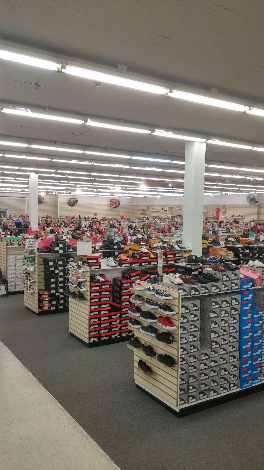 Viva Fashion Mart - clothing store  | Photo 8 of 10 | Address: 4305 State Ave, Kansas City, KS 66102, USA | Phone: (913) 287-8008