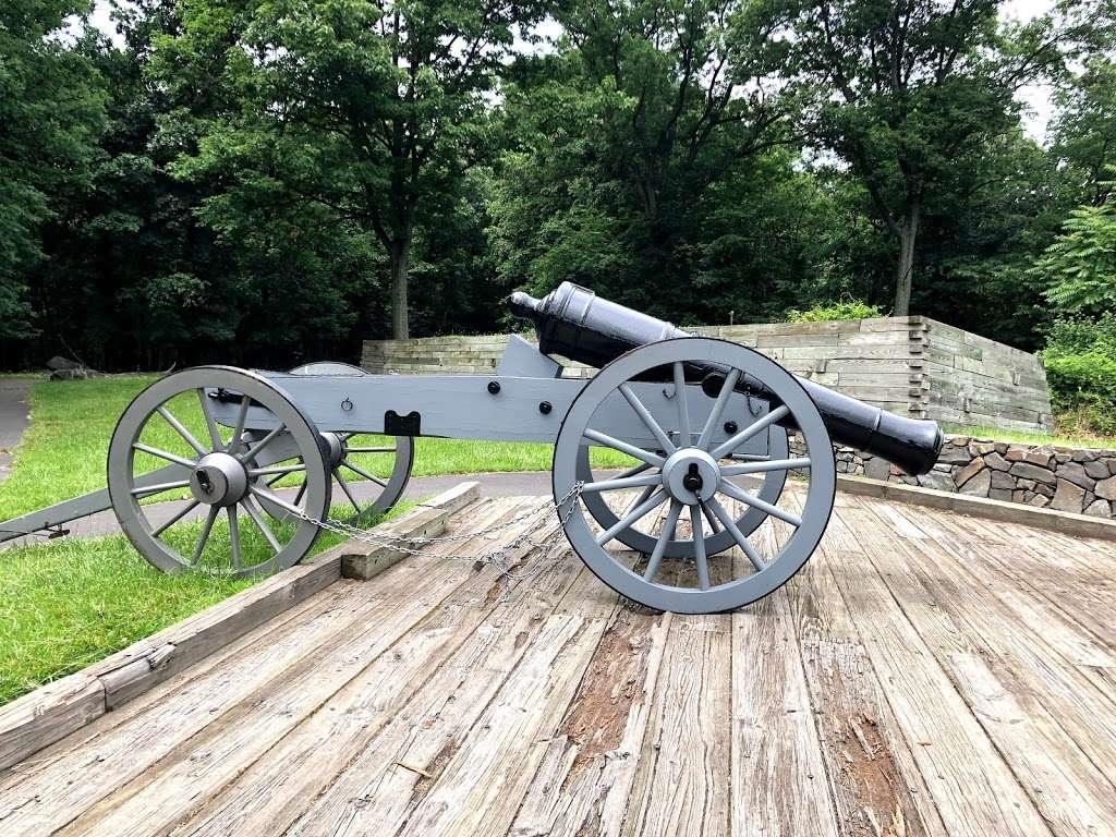 Fort Lee Historic Park - park  | Photo 8 of 10 | Address: Hudson Terrace, Fort Lee, NJ 07024, USA | Phone: (201) 461-1776