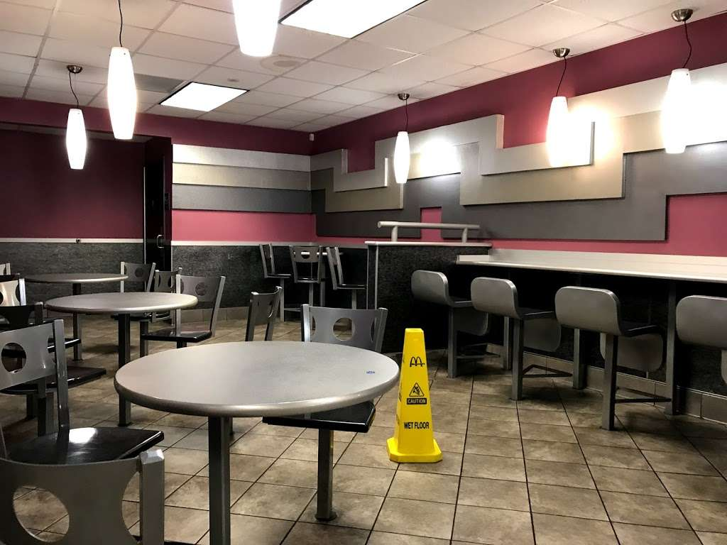 McDonalds - cafe  | Photo 2 of 10 | Address: 2401 N Tustin St, Orange, CA 92865, USA | Phone: (714) 921-2235