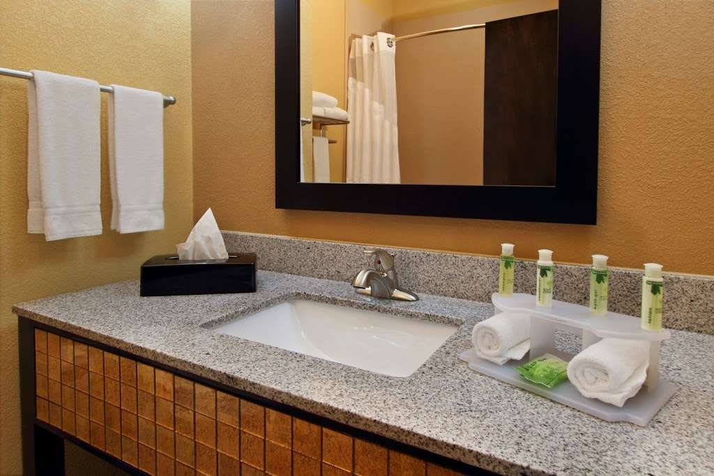 Holiday Inn Express & Suites Houston East - Baytown - lodging  | Photo 4 of 10 | Address: 7515 Garth Rd, Baytown, TX 77521, USA | Phone: (281) 421-9988