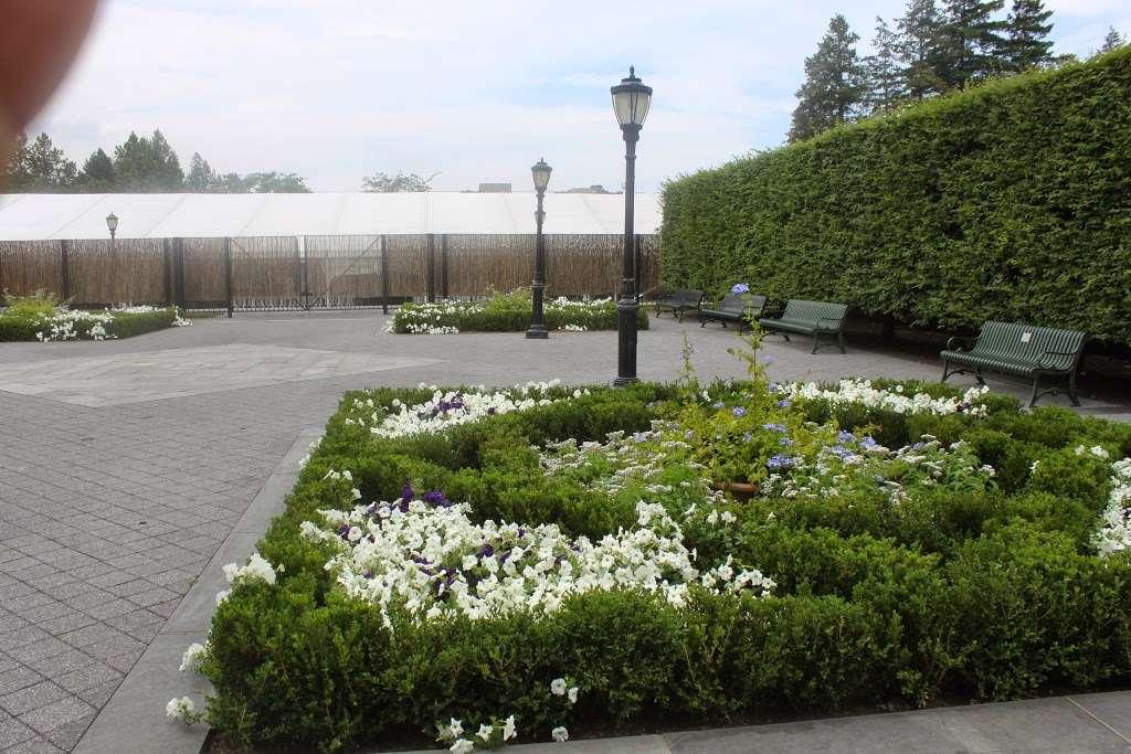 The Jane Watson Irwin Perennial Garden - park  | Photo 6 of 10 | Address: 2900 Southern Blvd, The Bronx, NY 10458, USA | Phone: (718) 817-8700