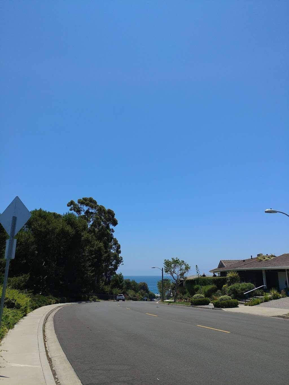 Roxbury Park - park    Photo 6 of 7   Address: 331 Cameo Shores Rd, Corona Del Mar, CA 92625, USA