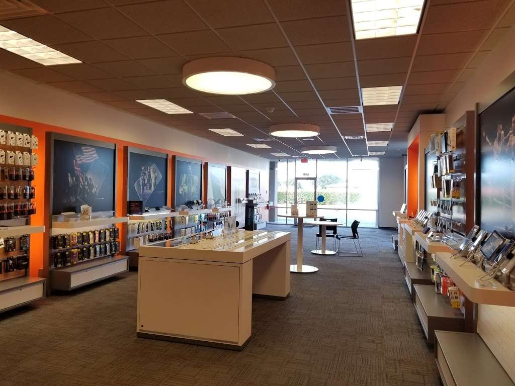 AT&T Store - electronics store  | Photo 7 of 10 | Address: 6646 Garth Rd, Baytown, TX 77521, USA | Phone: (281) 421-1900