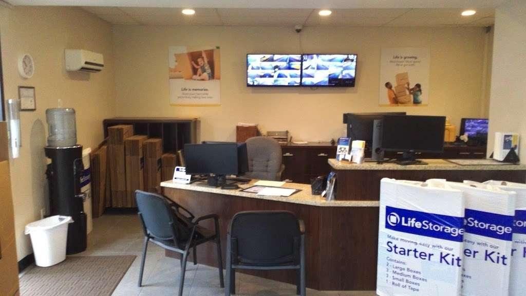 Life Storage - storage  | Photo 8 of 10 | Address: 601 Martin Ave, Rohnert Park, CA 94928, USA | Phone: (707) 794-6000
