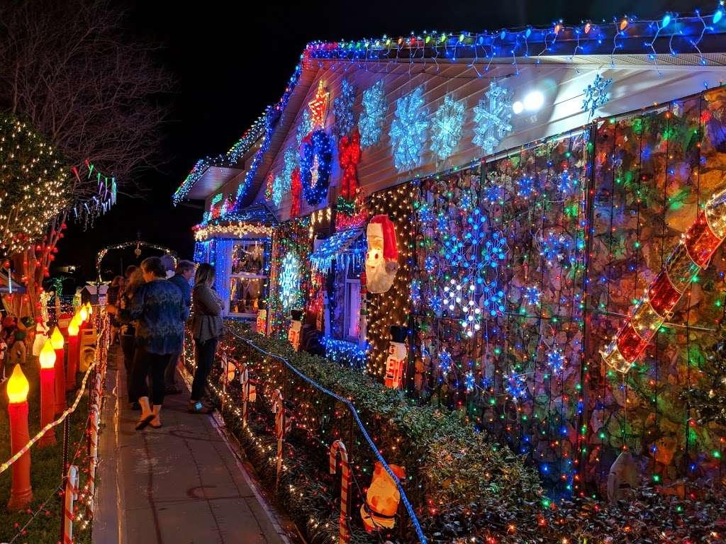 Rob and Bettys Christmas Light Display - lodging  | Photo 1 of 10 | Address: 5651 Garden Grove Cir, Winter Park, FL 32792, USA