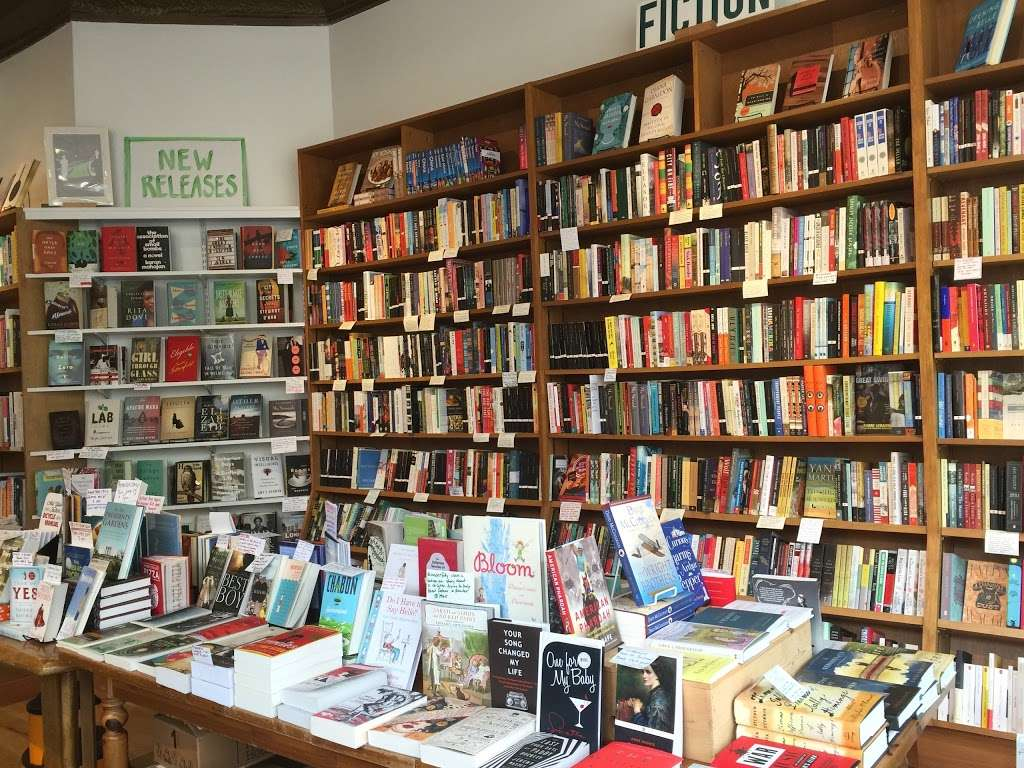 Little City Books - book store  | Photo 4 of 10 | Address: 100 Bloomfield St, Hoboken, NJ 07030, USA | Phone: (201) 626-7323