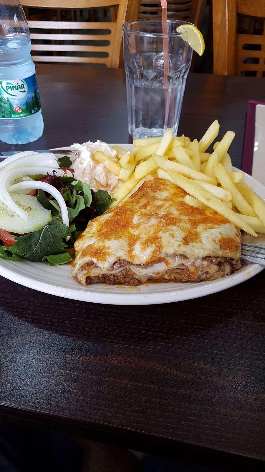 Riennas Restaurant - restaurant  | Photo 4 of 10 | Address: 210-176, A124, Hornchurch RM12 6QP, UK | Phone: 01708 469463