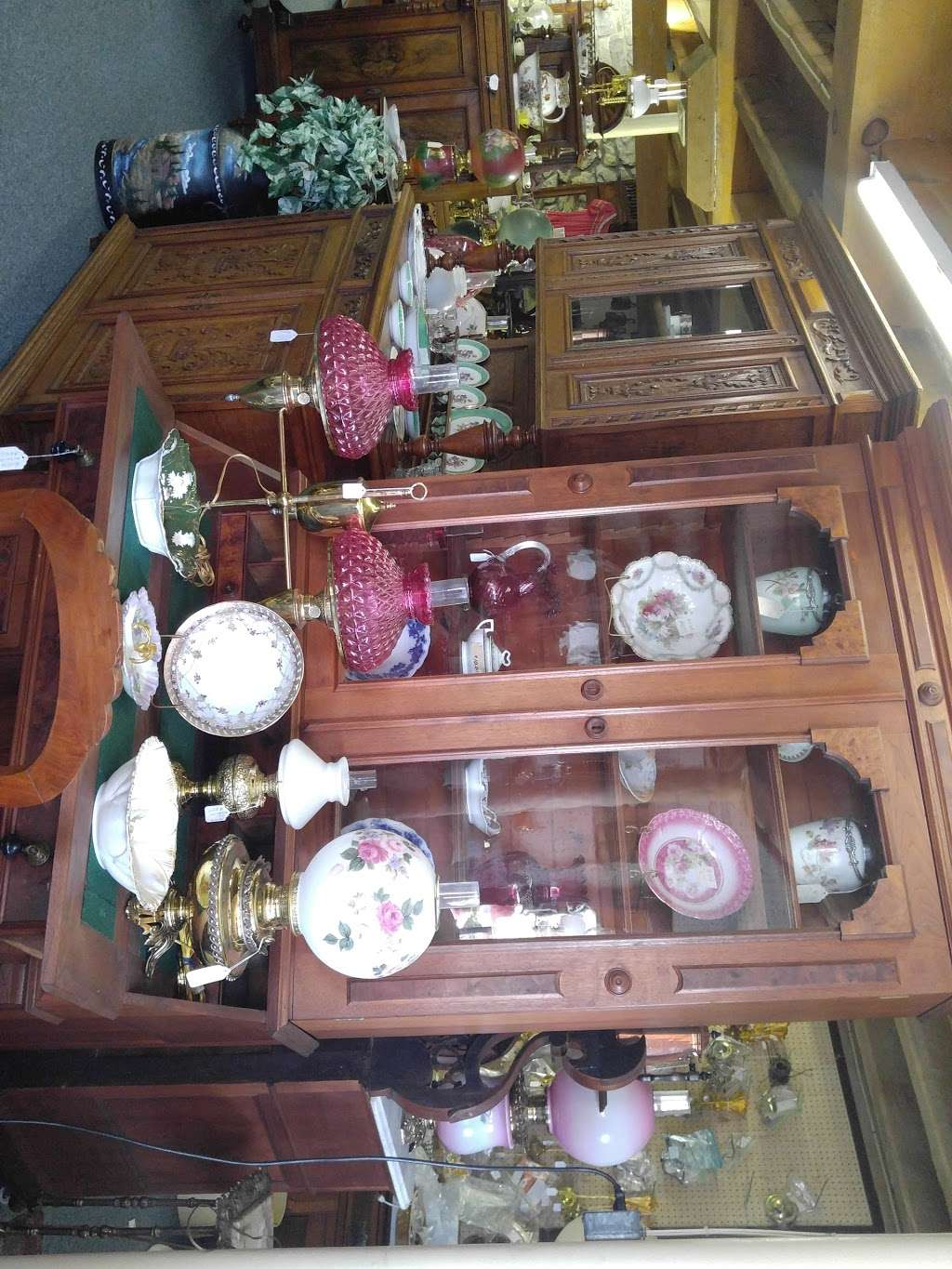 Sunny Side Antiques 2027 Lincoln Way E Chambersburg Pa