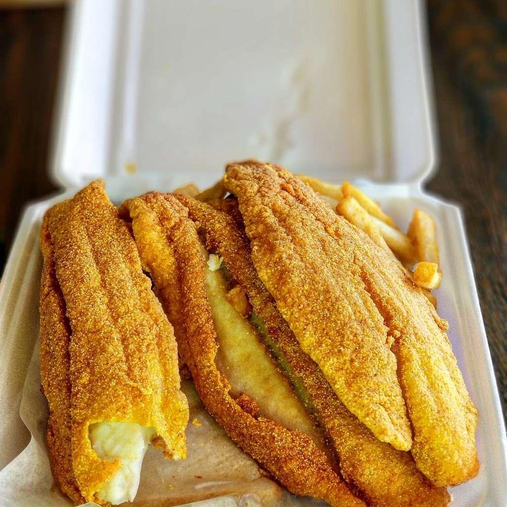 Jordans Fish Chicken & Gyros - restaurant  | Photo 1 of 6 | Address: 6165 Allisonville Rd, Indianapolis, IN 46220, USA | Phone: (317) 254-4444
