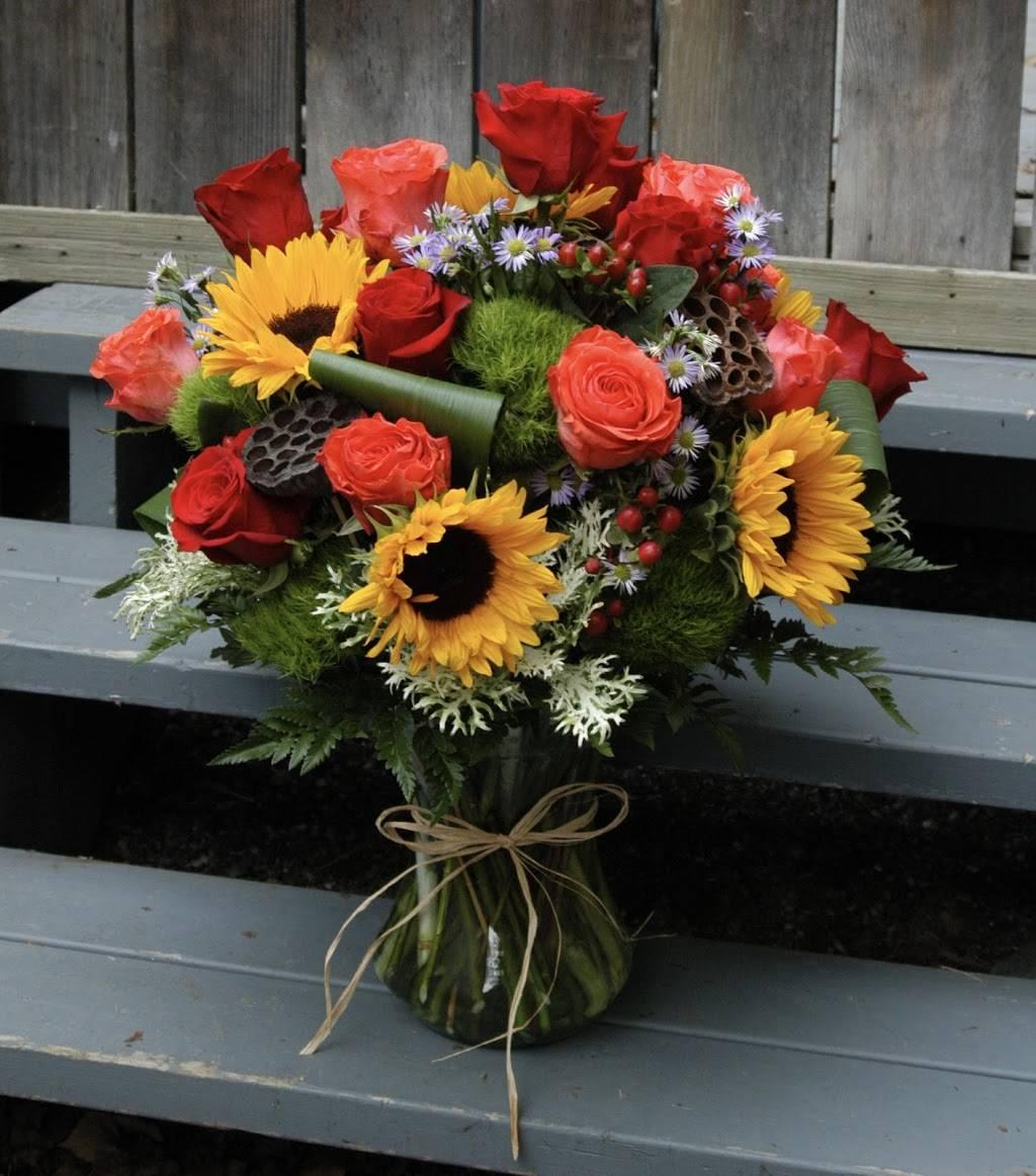 Red Carpet Flower Boutique - florist  | Photo 6 of 8 | Address: 12611 Landmark Ct unit b, Anchorage, AK 99515, USA | Phone: (907) 350-9792