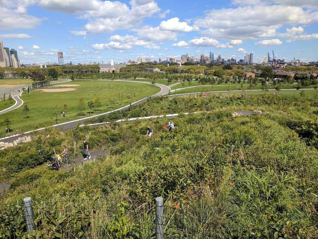 The Hills - park  | Photo 6 of 10 | Address: 870-898 Gresham Rd, New York, NY 10004, USA